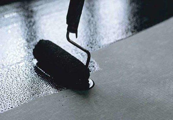 Праймер создает идеальное основание под укладку кровельных и гидроизоляционных материалов