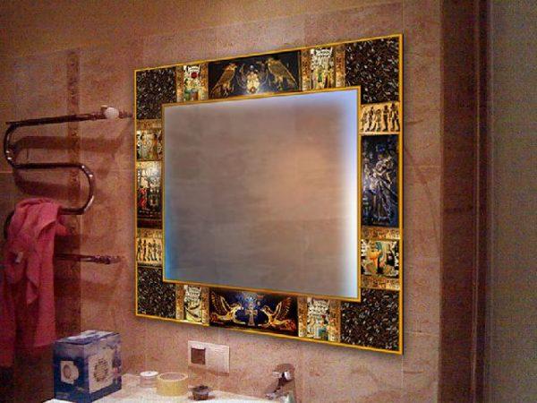 При желании самодельной рамке для зеркала можно задать любую стилистику, даже египетскую
