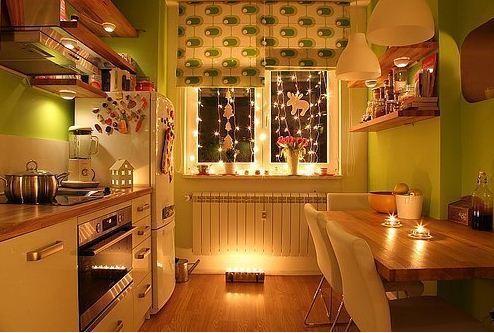 Приглушенное точечное освещение как способ создать романтическую атмосферу.