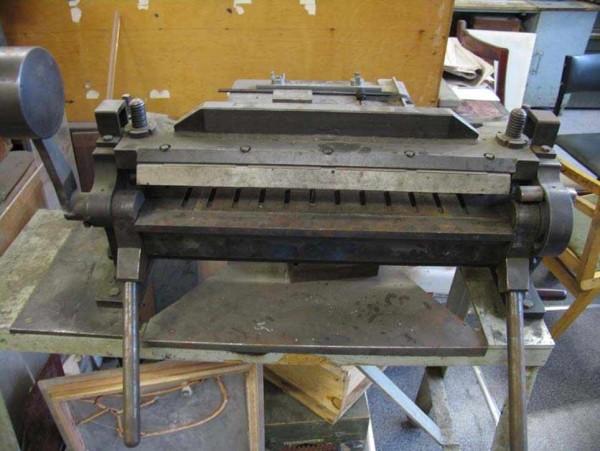 Пример изготовленного в домашних условиях станка для гибки металлических листов