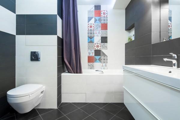 Пример современного дизайна ванной комнаты площадью 4 метра квадратных