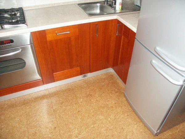 Пробковые полы на кухне так и останутся пахнуть древесиной, а не специями, рыбой или жареным луком