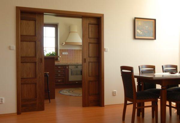Раздвижные двери не занимают места и гармонично вписываются в дизайн интерьера.
