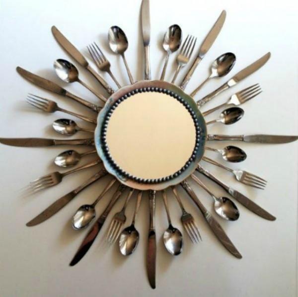 Редко используемые столовые приборы могут стать оригинальной рамкой для часов, зеркала или фотографии