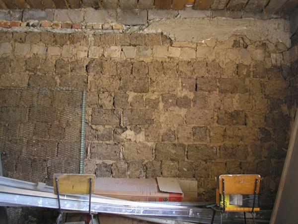 Как выровнять стены в саманном доме своими руками 21