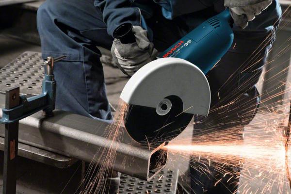 Резка профильной стальной трубы с помощью УШМ