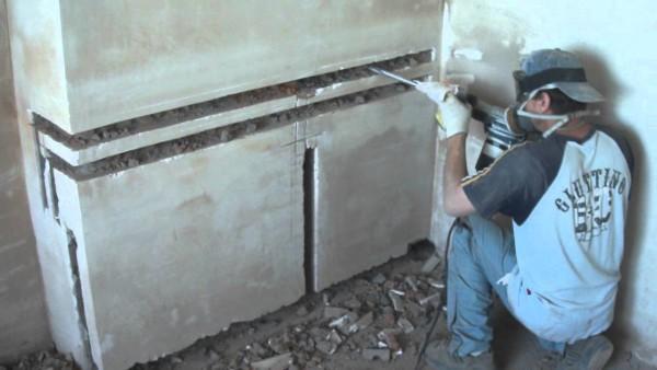 Штробы позволяют скрыть трубы в стенах