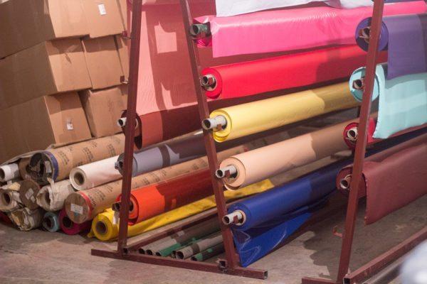 Склад сырья для производства виниловых натяжных потолков. Максимальная ширина пленки — 3 метра.