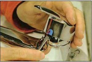Снятие крышки с рычажным механизмом