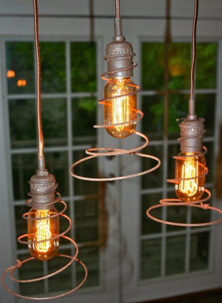 Стимпанк-светильник с лампами накаливания.