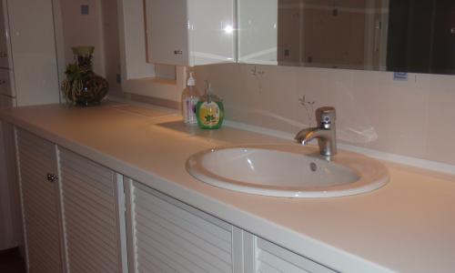 Столешница в ванную своими руками видео раковина столешница 70 смотреть