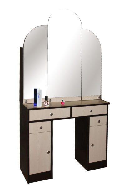 Строгие линии и металлические оттенки помогают модели «Мебельный дворик» вписаться в современный интерьер