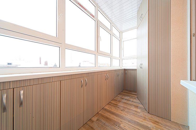 Мебель для балкона и лоджии: кресла, шкафы и другие предметы.