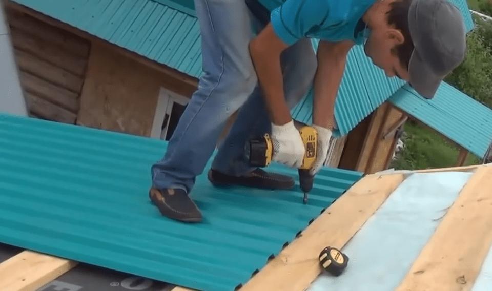 Как покрыть правильно крышу профлистом своими руками