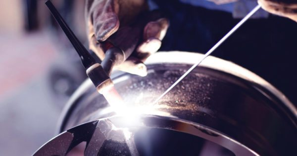 Технология сварки аргоном позволяет ремонтировать даже легкосплавные диски