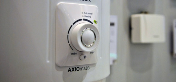 Термостат позволяет работать ТЭНу не постоянно, а периодически, экономя при этом расход электроэнергии