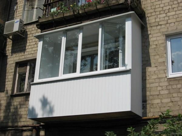 Типовой балкон многоэтажного дома.