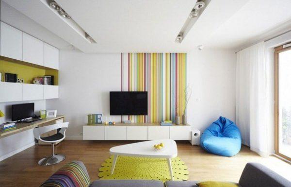 Точечное освещение на потолке гостиной подойдет при низких потолках.