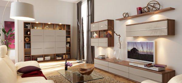 Точечное освещение создает в гостиной домашний уют.