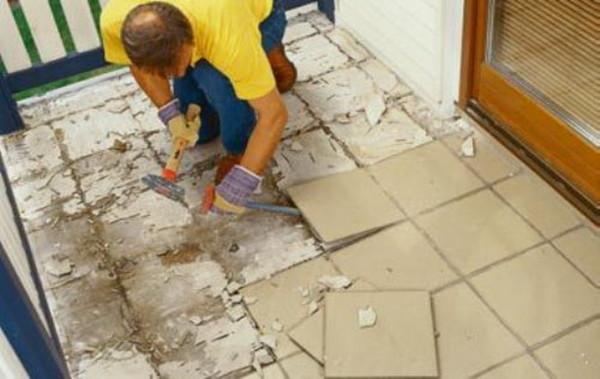 Удаление старой плитки – работа утомительная
