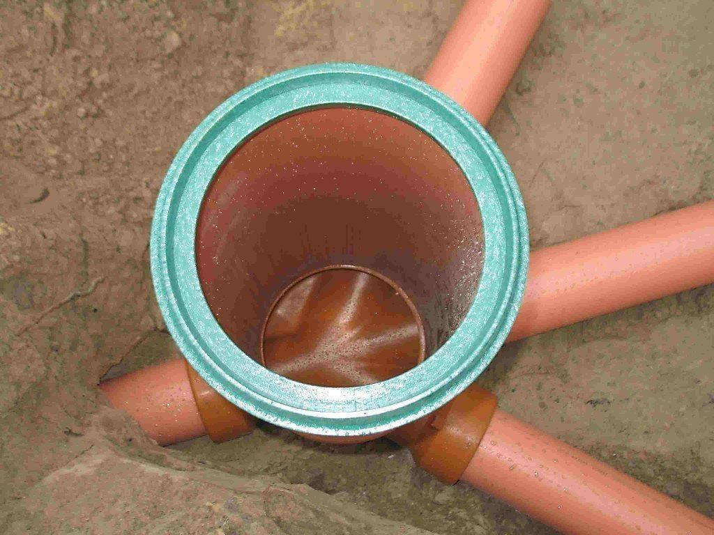 схема прокладки труб канализации в одноэтажном доме