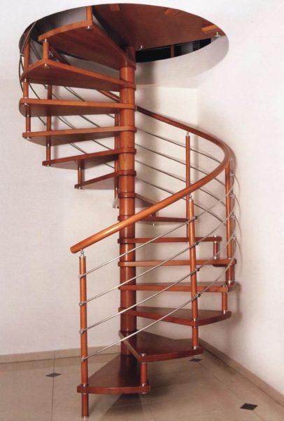 Винтовая лестница неудобна в эксплуатации и сложна в изготовлении