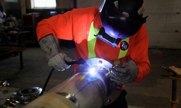 Во время работы обязательно использовать защитную маску, иначе можно получить ожог сетчатки глаз.