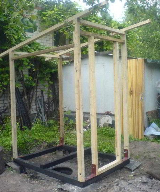 Как самому построить душ и туалет на даче своими руками