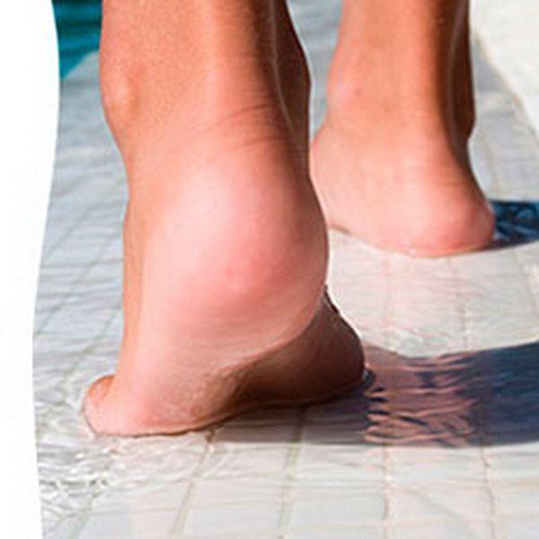 Вся плитка, эксплуатируемая в водной среде, должна иметь антискользящие свойства.