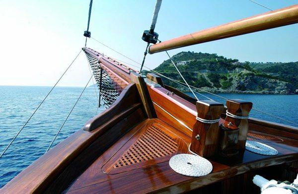 Яхтовый лак предназначен для обработки корпусов судов