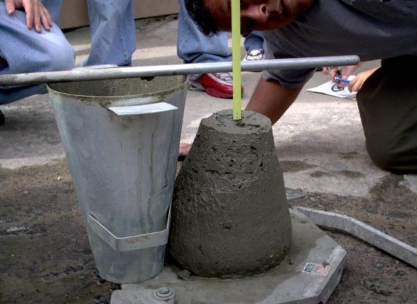 Для определения вязкости раствора применяется специальный конус в виде металлического ведерка без дна.