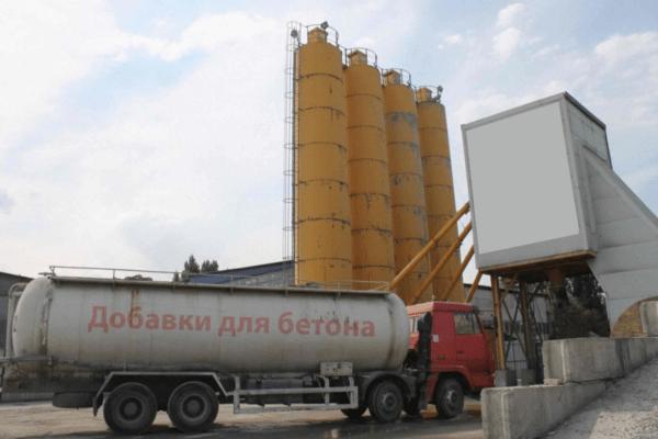 Добавки применяются не только в частном строительстве, но и в промышленном производстве бетонных растворов.