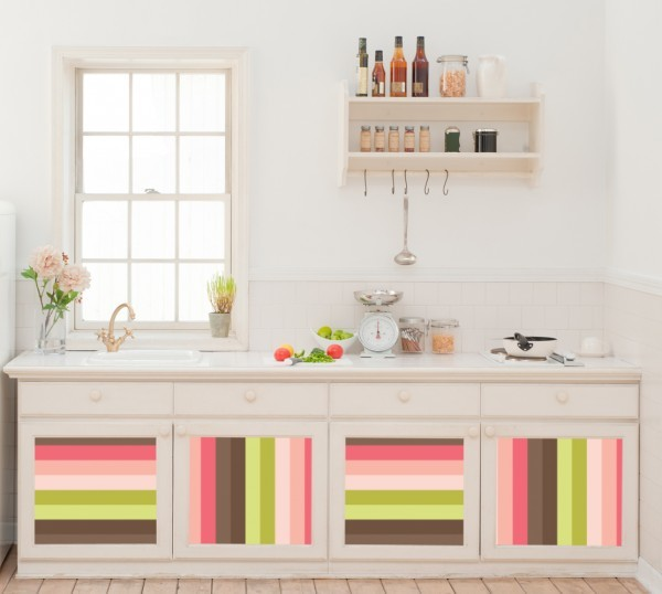 А фасады шкафов разноцветными полосками