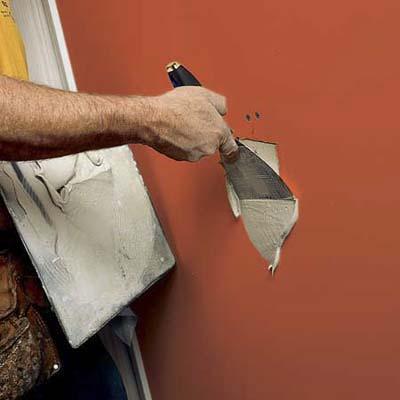 шпаклевка дыр в стене