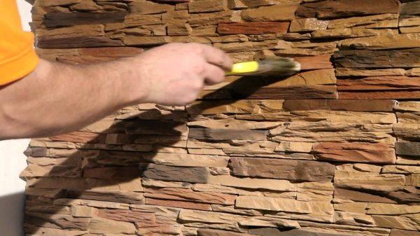 Акриловым лаком можно покрывать не только деревянные, но и минеральные поверхности