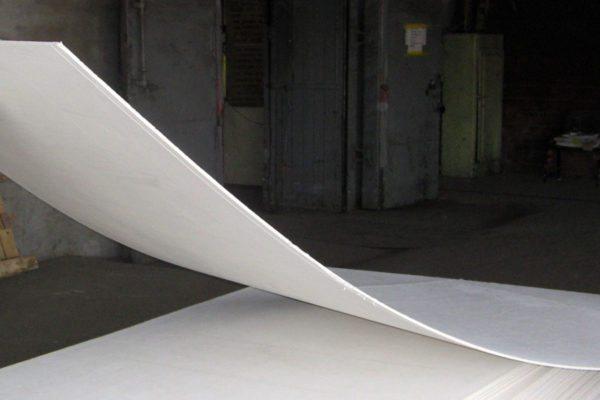 Арочный гипсокартон легко гнется с небольшим радиусом изгиба.