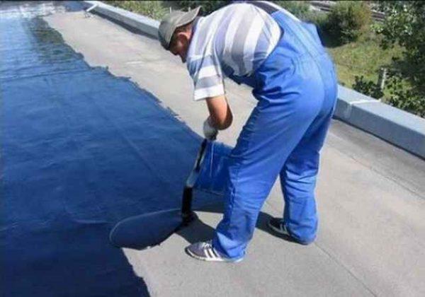 Битумно-полимерное покрытие не боится высокой температуры, что позволяет использовать его для гидроизоляции плоских крыш