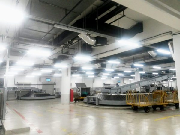 Благодаря своим размерам люминесцентные лампы дают равномерное освещение без подчеркнутых теней.