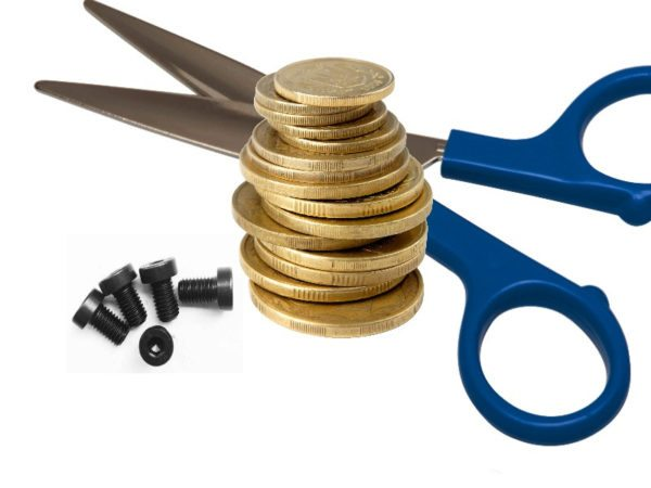 Болты, монеты и ножницы — всё, что вам понадобится для создания погремушки кроме самих бутылок