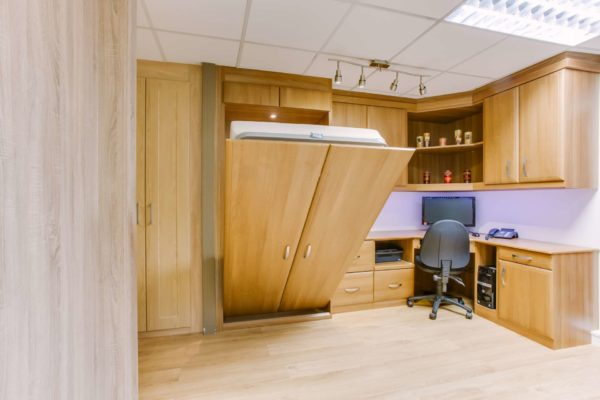 Чаще всего шкафы со спальными местами делаются из дерева и ДСП.