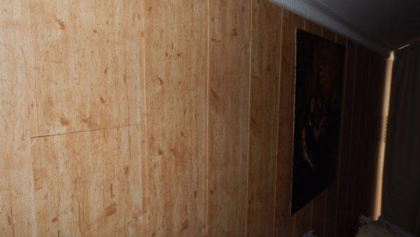 Чистовое покрытие стен — панели из МДФ с виниловой пленкой на лицевой поверхности.
