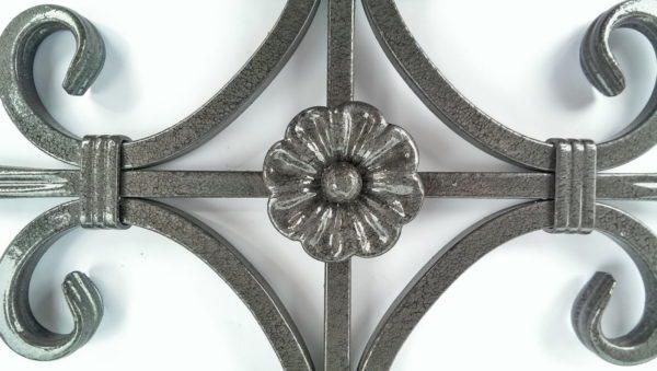 Чтобы кованый металл не ржавел, его как раз и покрывают такими составами