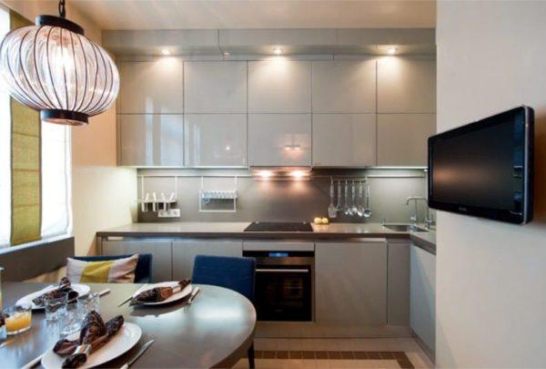 Чтобы «раздвинуть» стены в маленькой кухне, нужно внедрить светлые оттенки