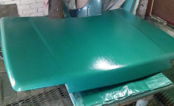 Чтобы защитить металл от ржавчины и при этом сделать деталь привлекательной, идеально подойдет эмаль с молотковым эффектом