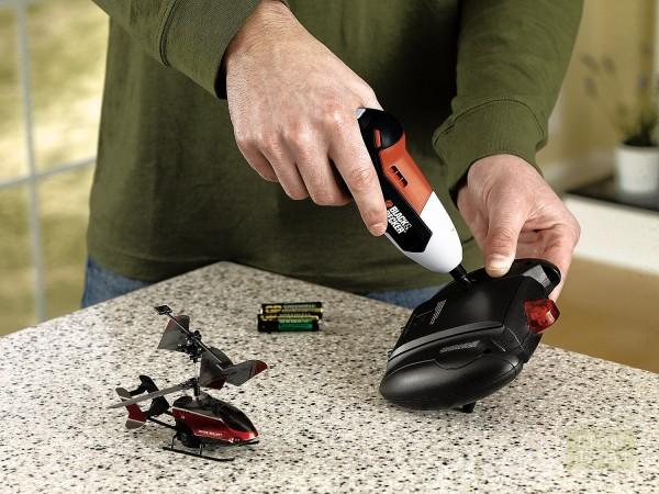 Даже замену батареек на пульте от игрушечного вертолёта можно ускорить и упростить при помощи столь полезного в хозяйстве прибора