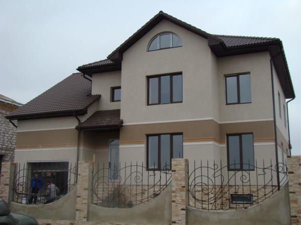 Декоративная фасадная штукатурка на цементной основе.