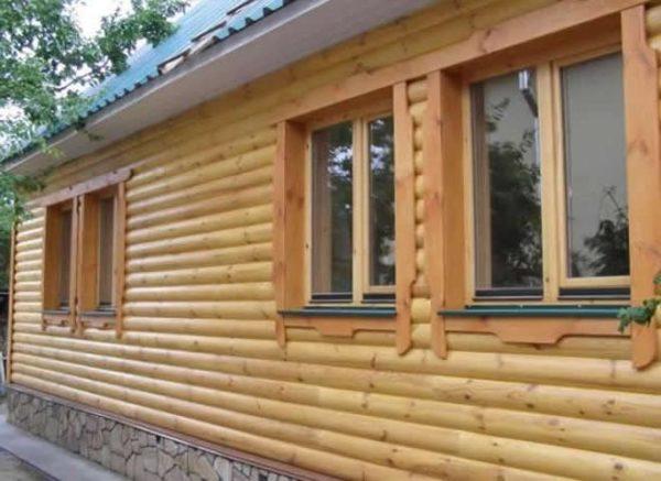 Деревянная отделка дополнительно утеплит стены дома