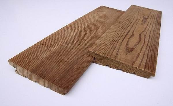 Деревянный сайдинг монтируется «елочкой»