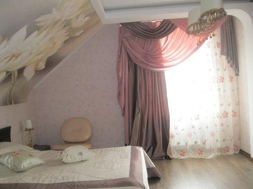 Дизайн портьер и штор для небольшого окна