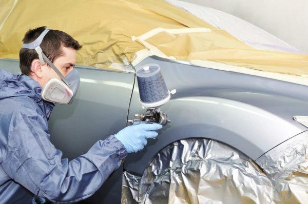 Для автоматизированного нанесения желательно использовать профессиональное оборудование — бытовой краскопульт не справится